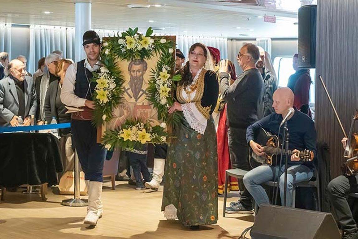 Στην ΑΝΕΚ Lines γιορτάζει με άρωμα Κρήτης και η Ένωση Κρητών Σελίνου Αττικής Η Έλυρος . (1)