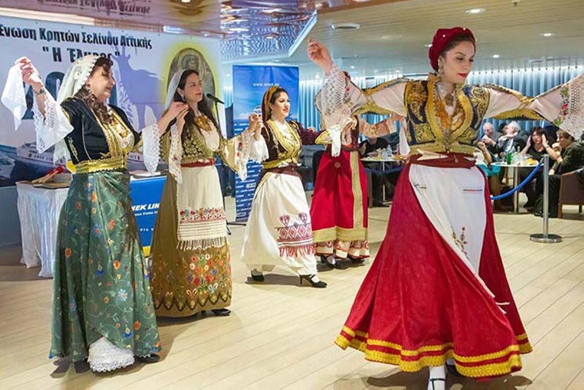 Στην ΑΝΕΚ Lines γιορτάζει με άρωμα Κρήτης και η Ένωση Κρητών Σελίνου Αττικής Η Έλυρος . (5)